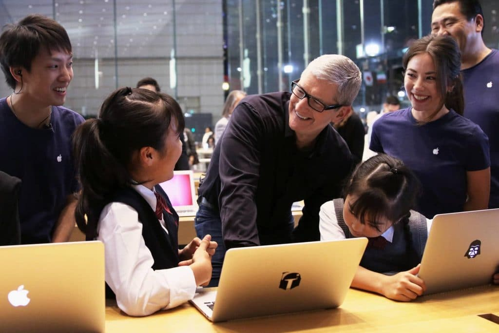 apple-tim-cook-in-japan-1024x683